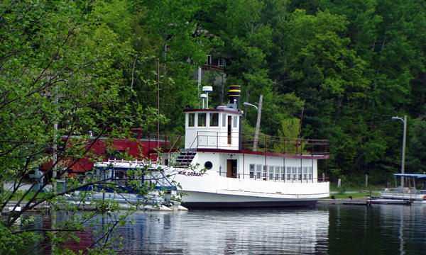 Tour boat and restaurant on Raquette Lake